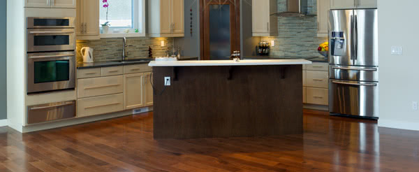 The Differences Between Hardwood and Laminate Flooring