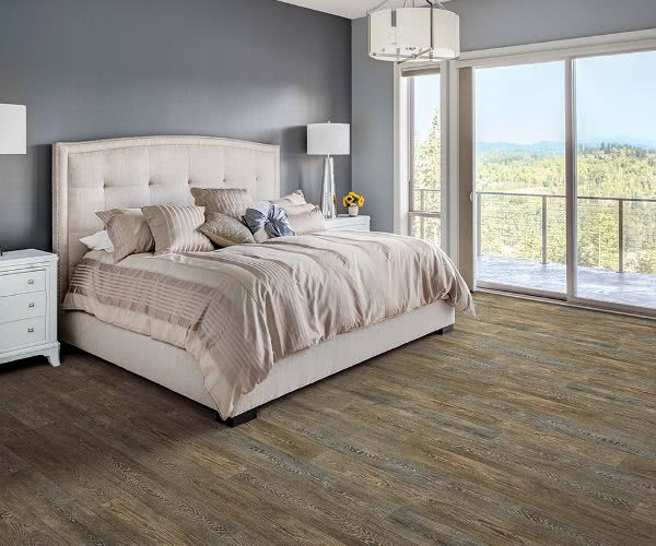Want a wood look floor but in reasonable price range? Design your bedroom floor with the latest vinyl flooring planks as it is the hottest and newest trend.